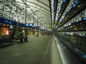 Zona entre la estación de tren y las llegadas y salidas del Aeropuerto de Leipzig/Halle.