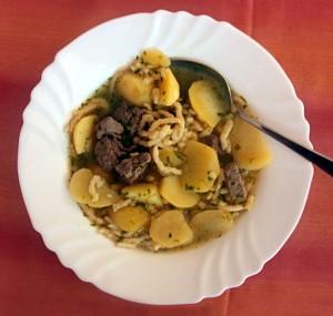 El Gaisburger Marsch es un plato tradicional de la región suroeste de Alemania.