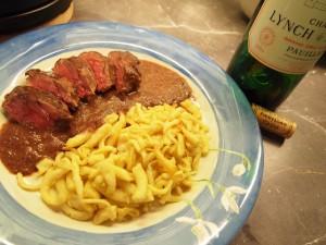 Rehrucken-mit-Spatzle-plato-tipico-alemania
