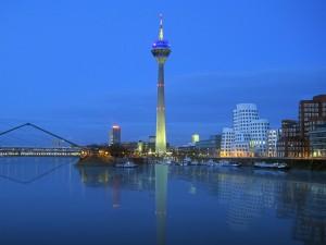 Vista de la ciudad Düsseldorf de Alemania.