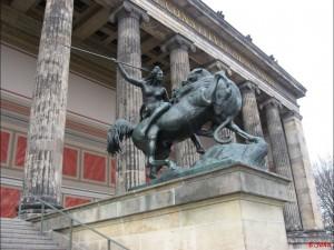 Berlin, am Alten Museum3