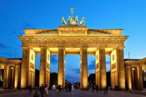 Puerta de Brandenburgo en la noche.