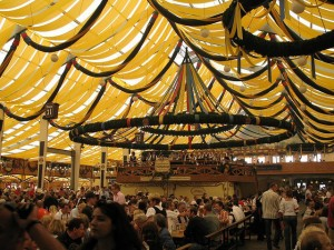 Carpa Winzerer Fahndl por dentro, Oktoberfest