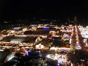 Oktoberfest de noche