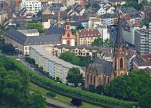 En la Ribera de los museos se encuentra Museo Alemán del Cine y el Museo Städel de Bellas Artes, entre otros.