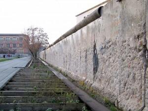 Llamado Muro de la vergüenza por parte de la opinión pública.
