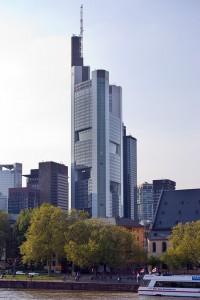 La Torre Commerzbank cuenta con 9 jardínes.