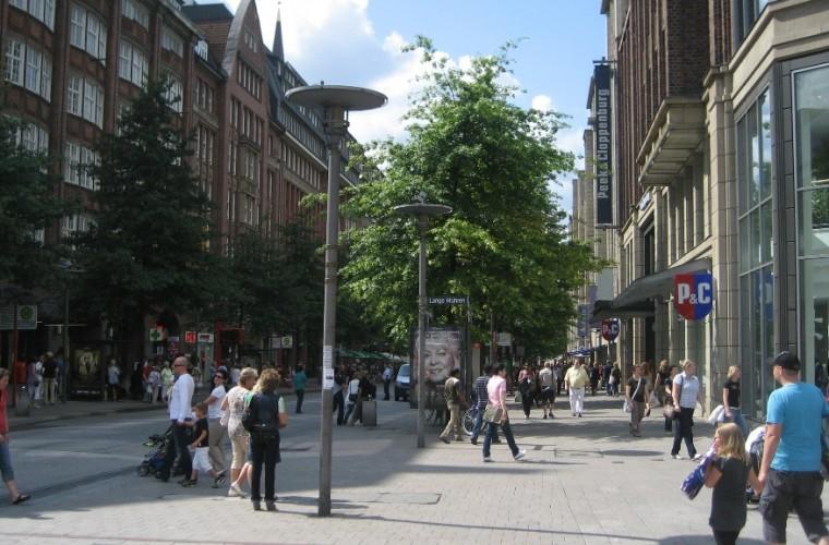 Diversas tiendas en Mönckebergstrasse -Hamburgo