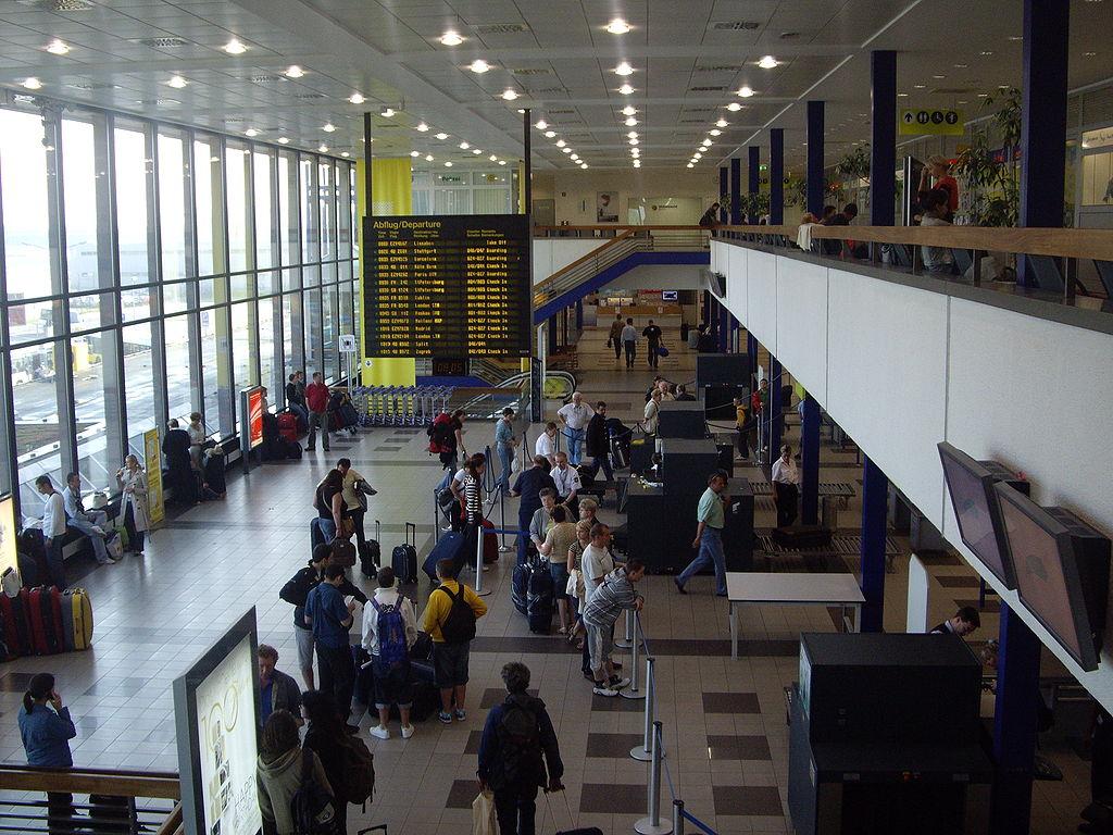 Aeropuertos en berl n guia de alemania for Berlin tegel rent a car