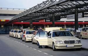 Parada de taxis en el aeropuerto de Tegel