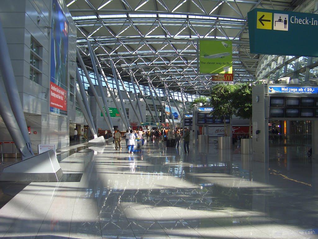 Aeropuerto Internacional de Dusseldorf: Llegadas de vuelos