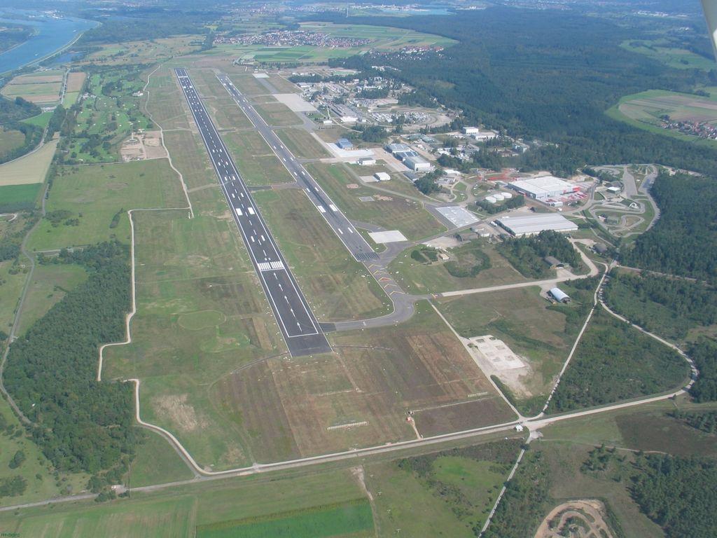 Vista aérea del Aeropuerto de Karlsruhe-Baden Baden