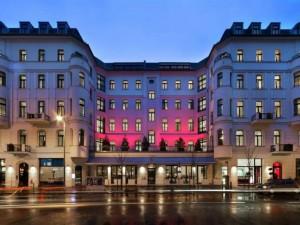 Parte frontal del Hotel Lux 11